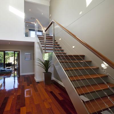 Intérieur maison escalier bois métal